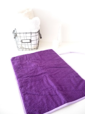 http://www.claralily.fr/30-tapis-a-langer-nomade