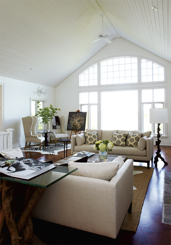 Mix and chic home tour a rustic elegant home in muskoka for Rustic elegant living room