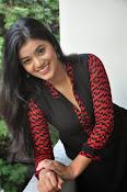 Yamini bhaskar glam pics-thumbnail-3