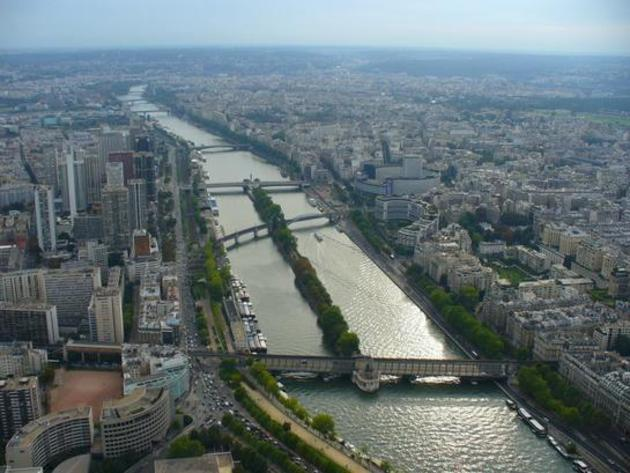 صور رائعة من باريس  Top_10_things_to_do_while_in_paris_bus_boat_tour3
