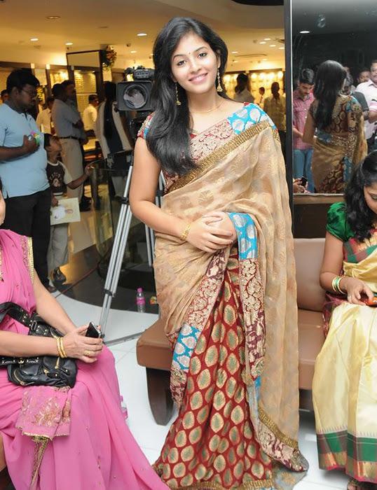 Anjali in Saree Cute Photos glamour images