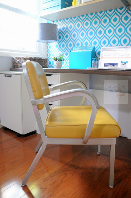 Vintage 1970s office chair with original yellow vinyl looks amazing in this modern home office :: OrganizingMadeFun.com