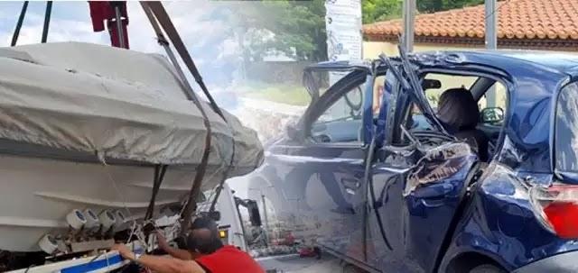 Παλατάκι Χαϊδαρίου: Η βάρκα βγήκε στη στεριά και... προσγειώθηκε σε αυτοκίνητο!
