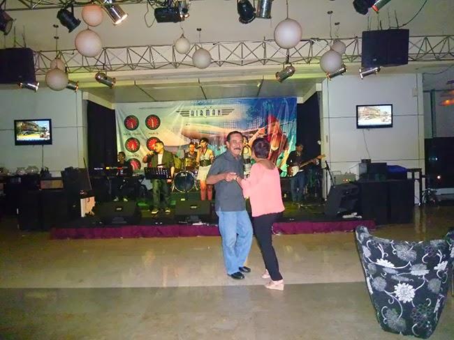 Bailando en el Airman del hotel Sultán de Yakarta