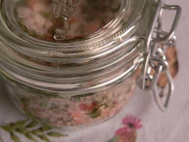 Salz Kräutersalz selbermachen selbstgemacht Rezept DIY Meersalz Thymian Basilikum Petersilie Zitrone Lavendel Steinpilz