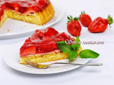 Torta festiva de morango
