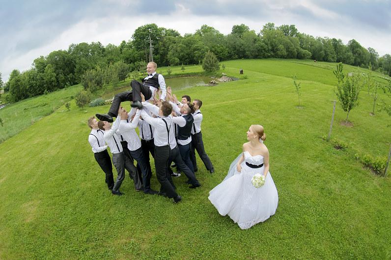 vestuvinės nuotraukos gamtoje
