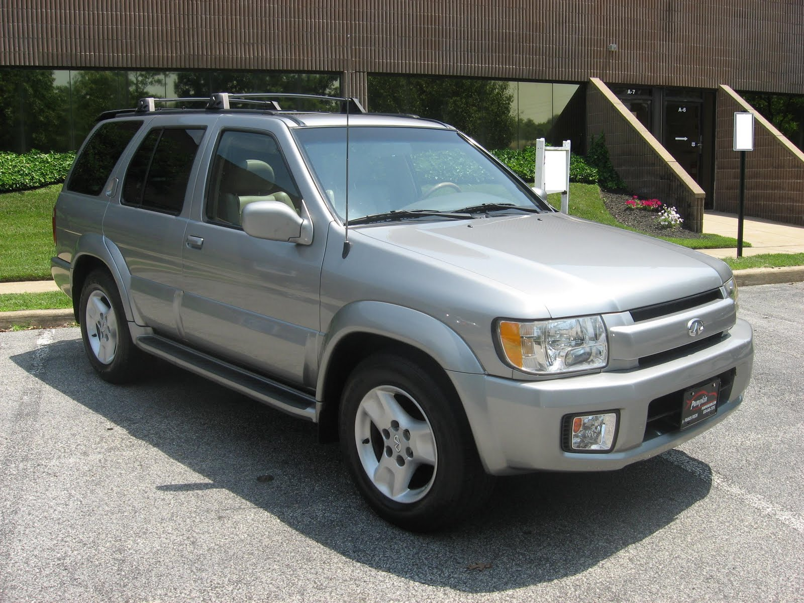 Pristine 2001 infiniti qx4 luxury suv with all wheel drive this qx4