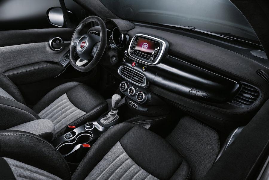 フィアット500X・ブラック・タイ