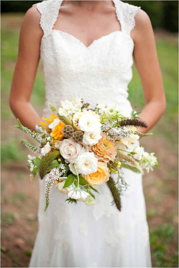 Longhorn Ranch Inspiration Shoot by K.Lindmeier Photography via www.lemagnifiqueblog.com // #wedding #bride #bouquet