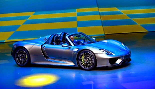 electric sports car porsche 918 spyder faster than a ferrari. Black Bedroom Furniture Sets. Home Design Ideas