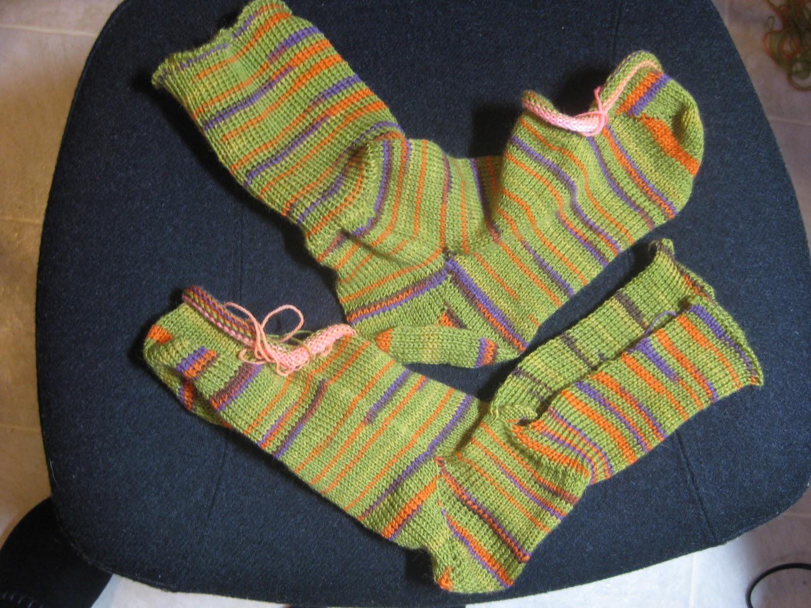 Machine Knitting Fun: SOCKS!!