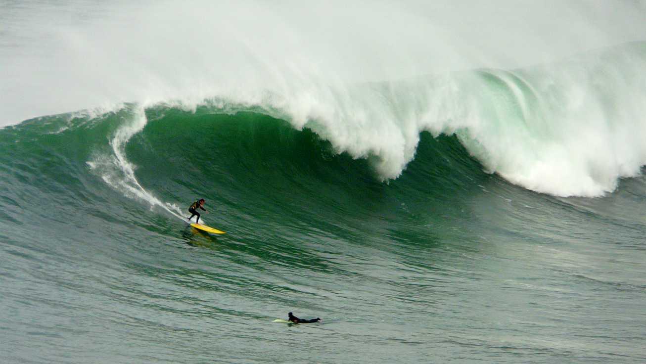 surf menakoz diciembre 2015 olas grandes 31