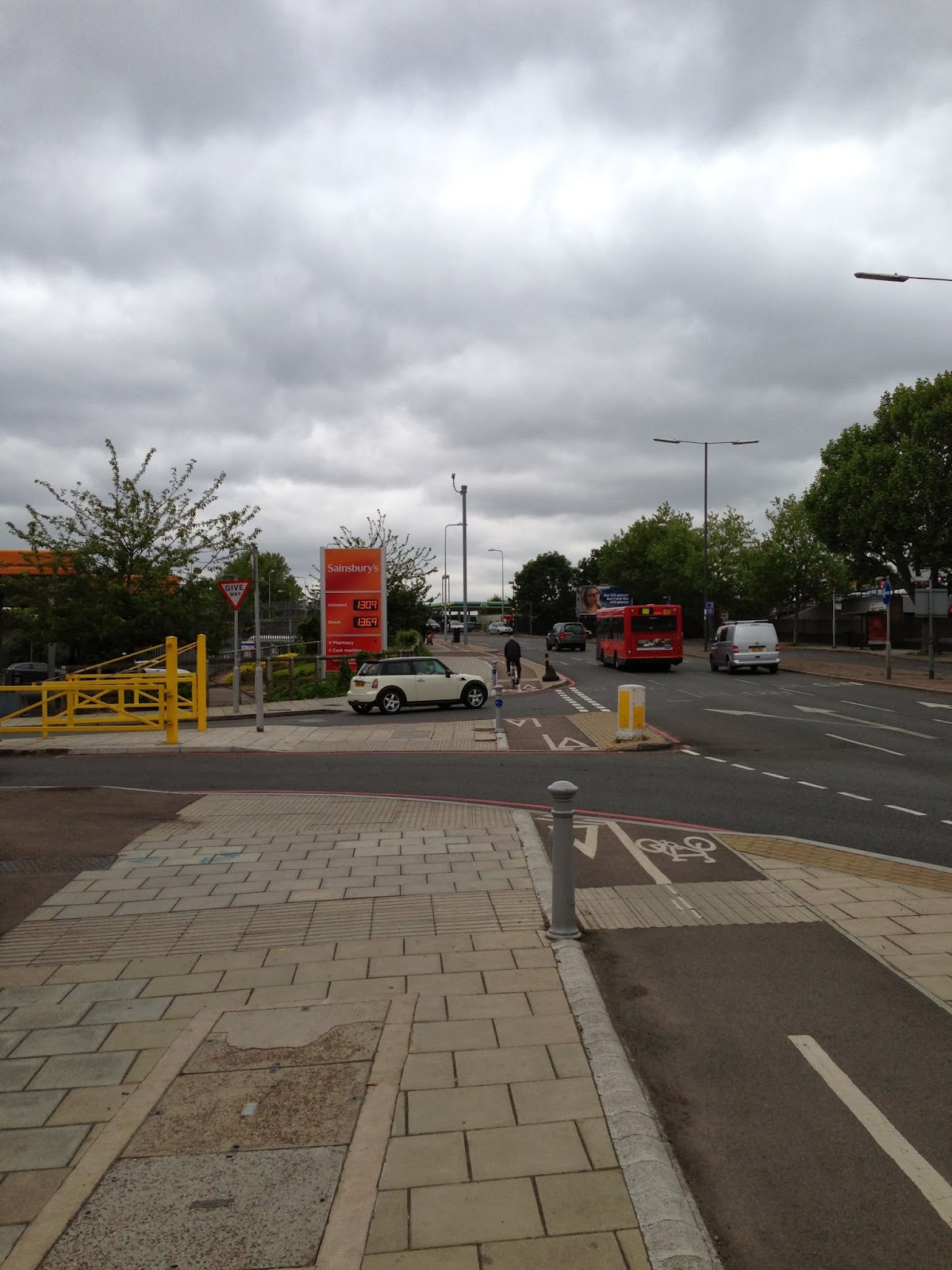 Cycle land on Lower Richmond Road (A316) interrupted by Sainsbury's entrance