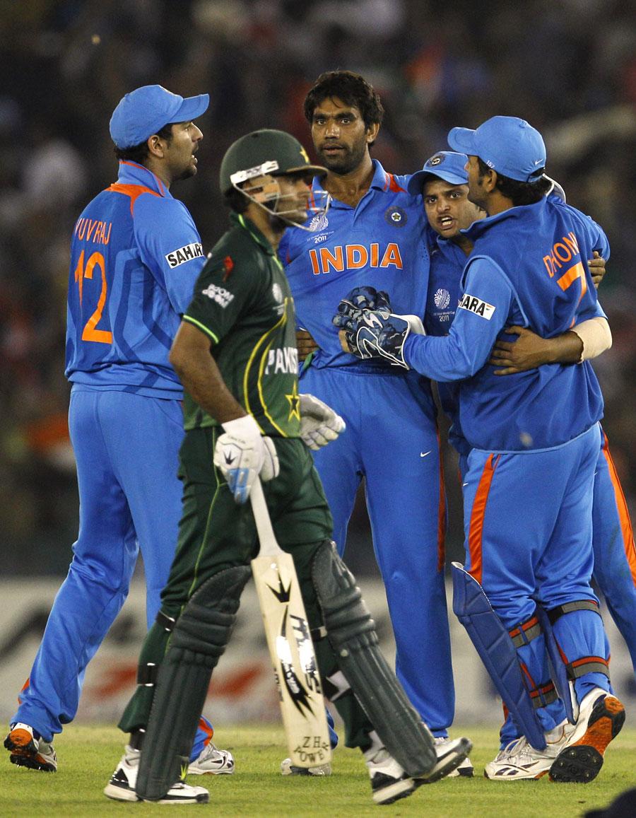 http://2.bp.blogspot.com/-33DPvkSiPDw/TZNp_b6dYRI/AAAAAAAACyU/qJguabiGPBI/s1600/fall-of-pakistan-wickets-semifinal%25283%2529.jpg