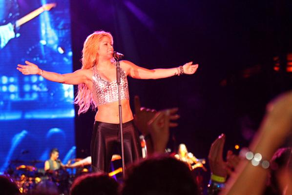 Galería » Apariciones, candids, conciertos... - Página 2 Shakira+roni+%25284%2529_634420906969609680_PhotoGalleryMain
