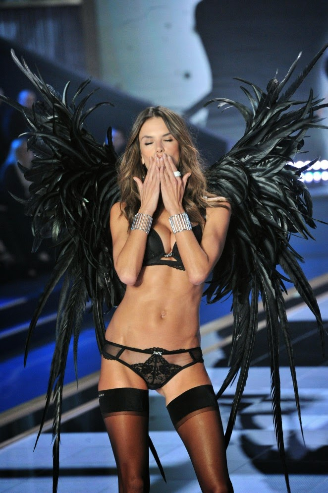 Alessandra Ambrosio – 2014 Victoria's Secret Fashion Show Runway