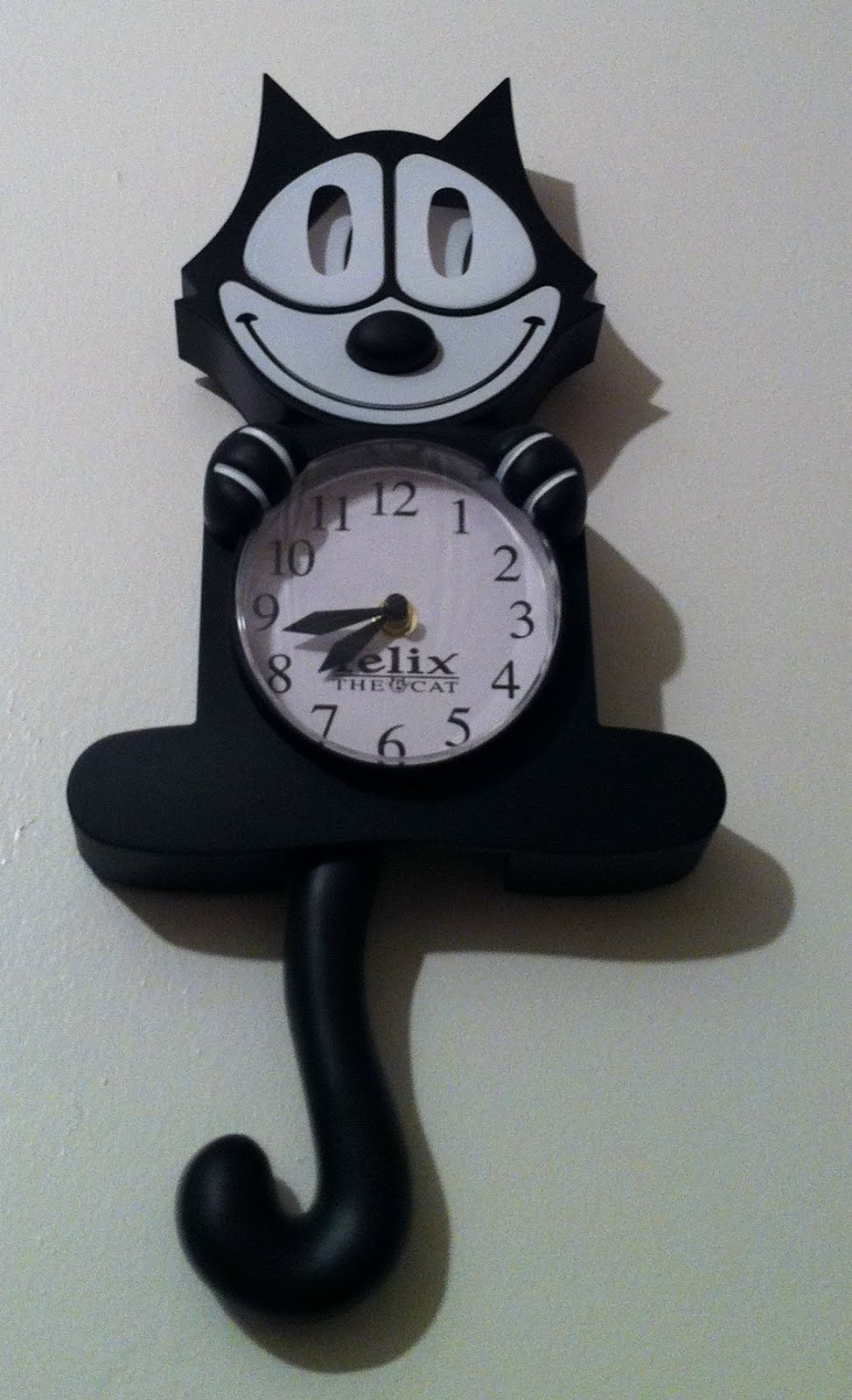 The angry redheaded lawyer ny comic con day 1 shopping ahoy the tail is a pendulum and the eyes move my husbands wanted one of those classic cat clocks for ages i always thought they were neat so this was another amipublicfo Gallery