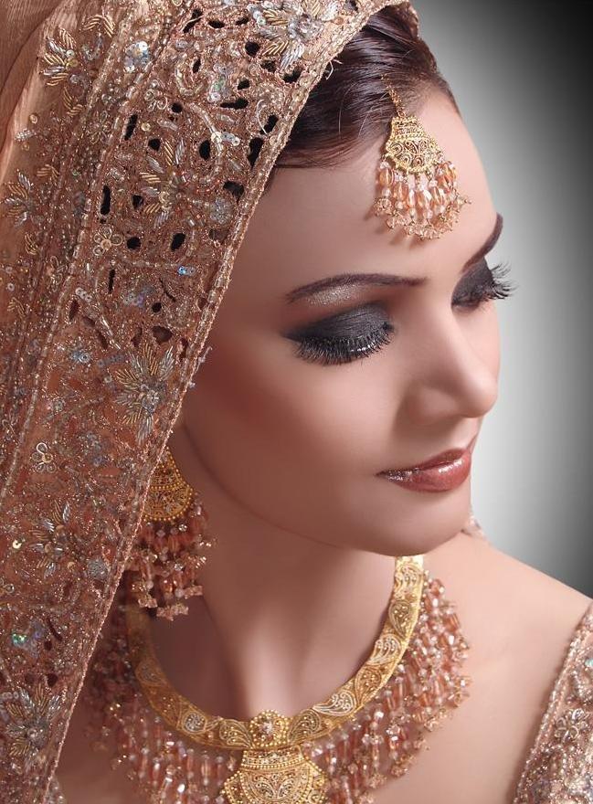 latest fashion: Bridal Eye Makeup With Glitter