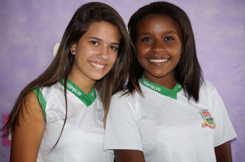 As alunas Geovânia Farias e Ruane Cunha ficam felizes com as novidades