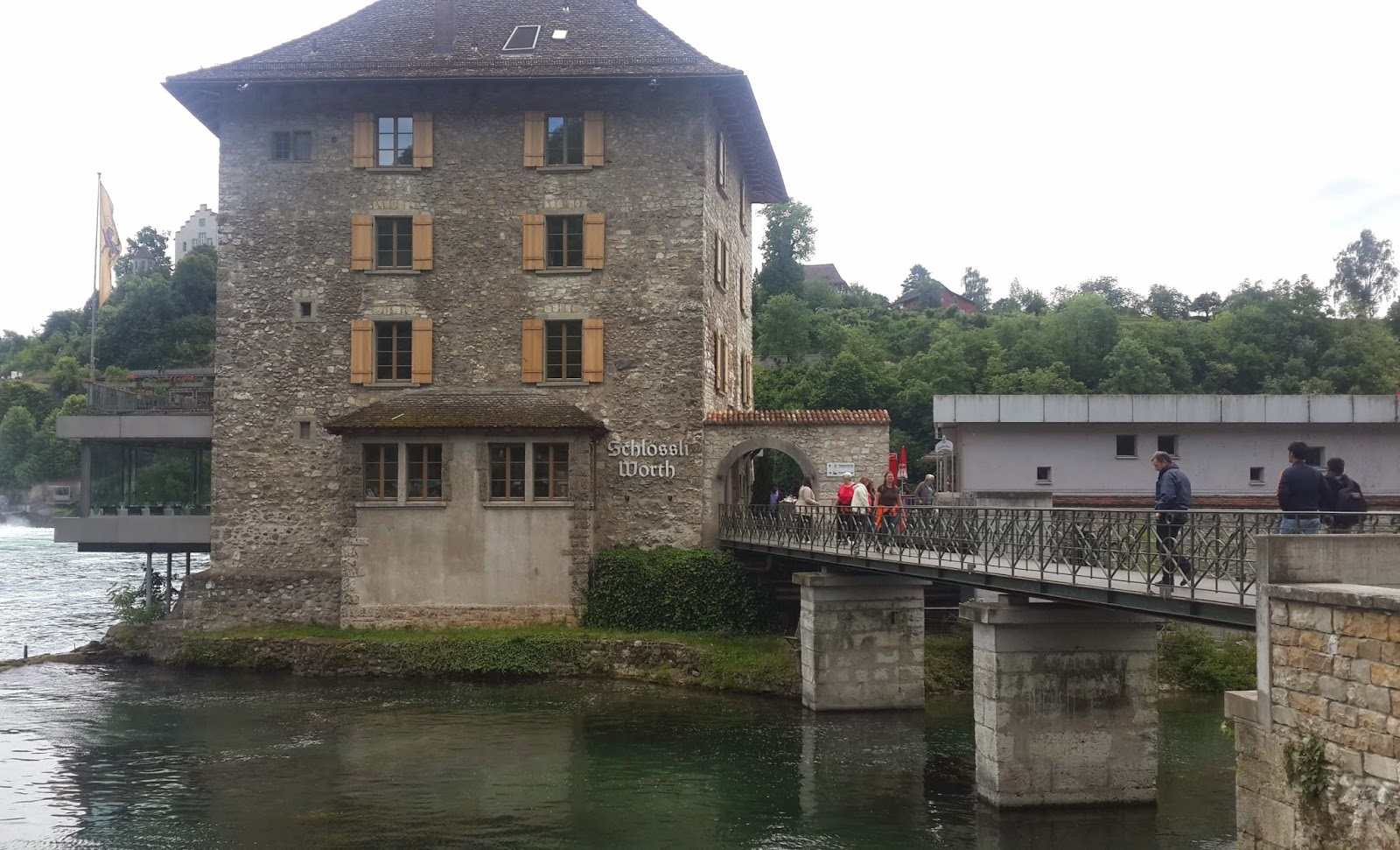 how to go to rhine falls from zurich