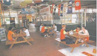 Salah satu kegiatan inovatif remaja dalam dalam pelestarian lingkungan agar terbebas asap rokok.