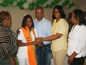 Alcalde SDN encabeza acto graduación 108 mujeres