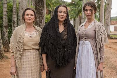 Gema (Louise Cardoso), Emília (Ana Beatriz Nogueira) e Lívia (Alinne Moraes) Crédito: Globo/ Fabio Rocha