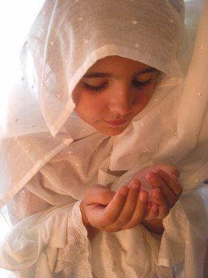 http://2.bp.blogspot.com/-35wSTXyVkMM/ULfhvilTsjI/AAAAAAAAAHs/p_kVy-Hoq5Q/s1600/muslimah-kecil.jpg