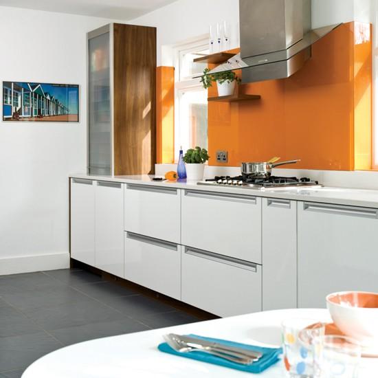 Cocinas en color naranja kansei cocinas servicio - Cocinas naranjas y blancas ...