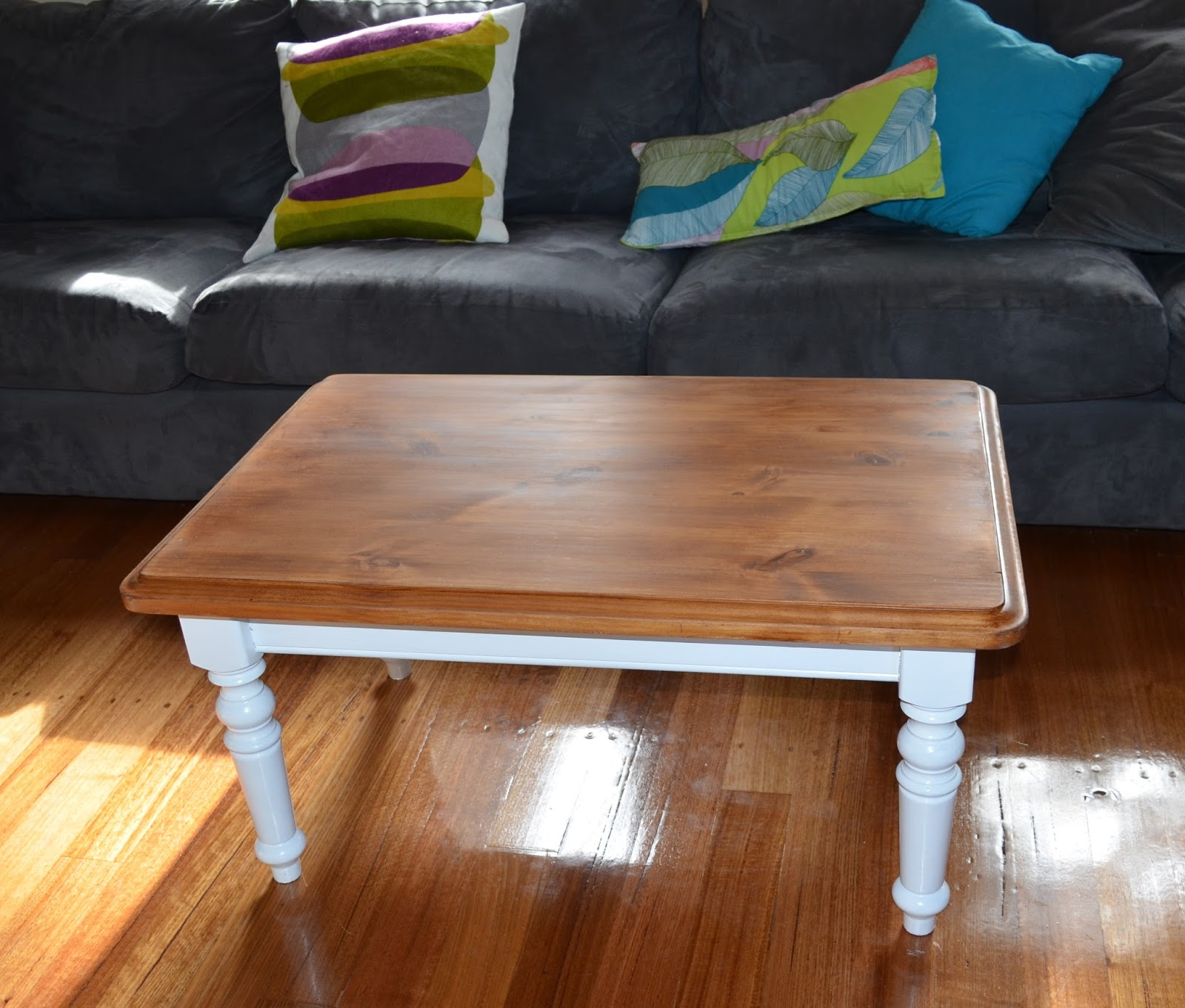 French Country Provincial Style White And Timber Coffee Table  Cute As A  Button!