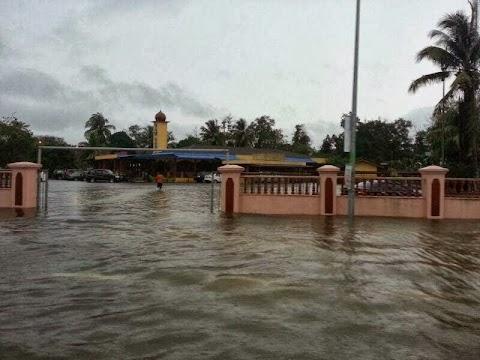 Foto Bencana Banjir Kilat Di Kuantan 2013