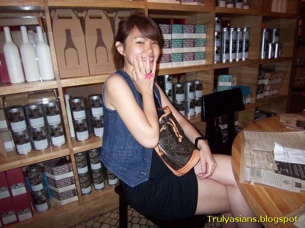 2 bp blogspot 36fYq27jp k UfwzDzbA2FI AAAAAAAAD9U IWI4E7ypeHk s1600 trulyasians blogspot Busty Indon Girl Nude 077