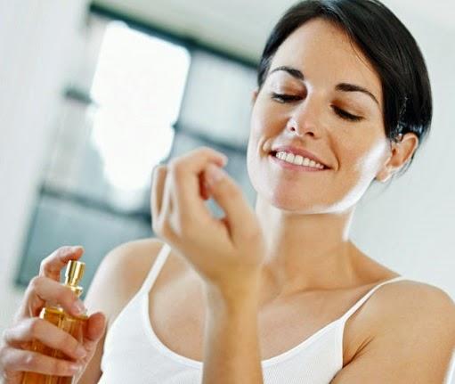 Tips Memilih Dan Memakai Parfum Agar Menarik Perhatian Pria