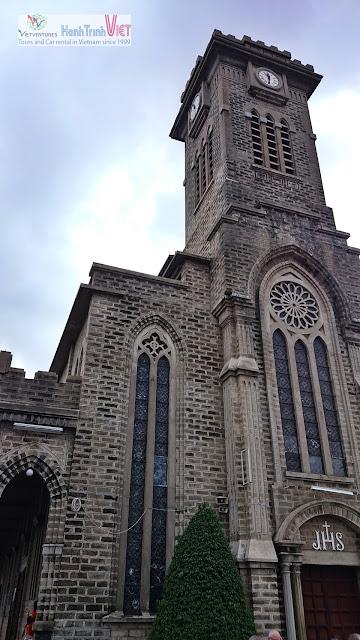 Tham quan Nhà thờ Đá ở Nha Trang