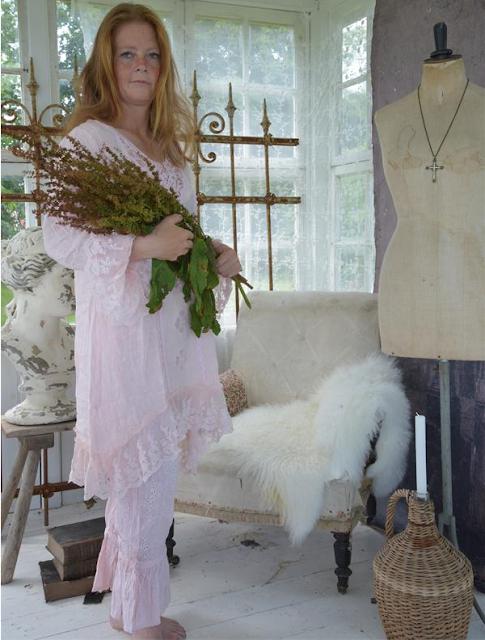 Romantiska kläder tunikor spets volanger och broderi