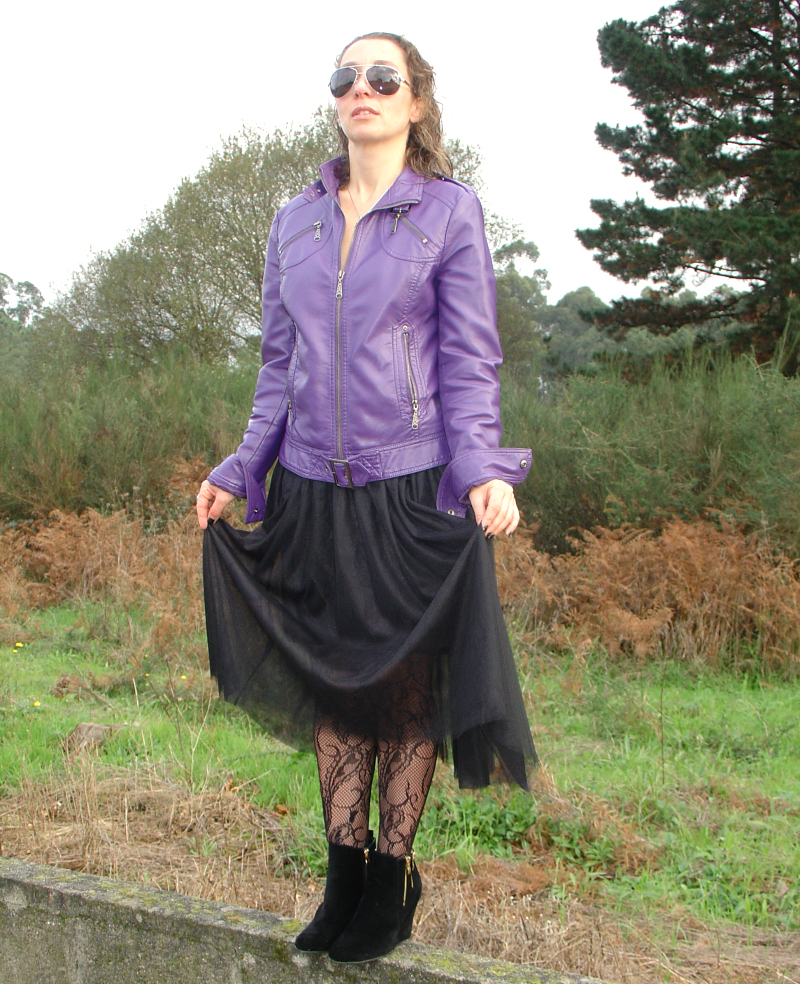 Leather Jacket and Tulle Skirt look. Visit www.forarealwoman.com #fashion #blogger