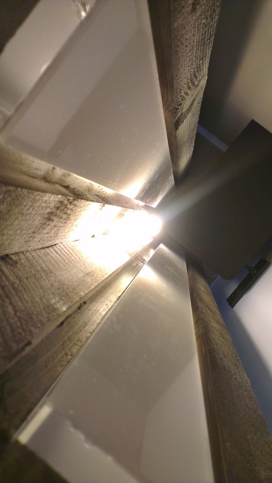 hausbau das tor zur h lle die stehlampe. Black Bedroom Furniture Sets. Home Design Ideas