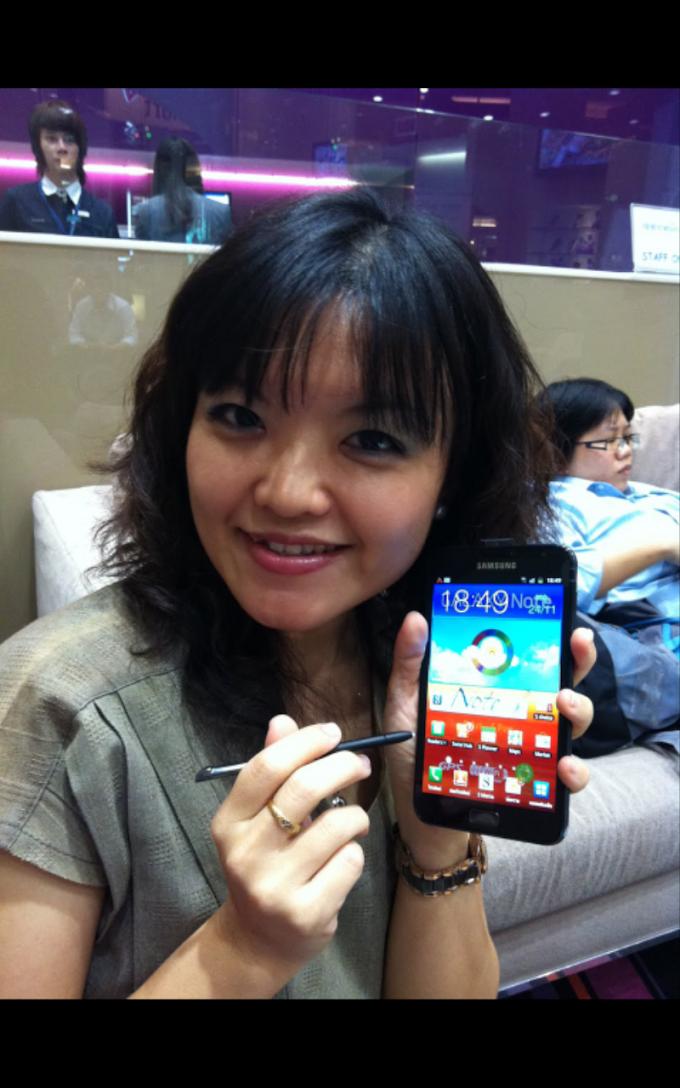 """""""มือถือใหม่ ย้าย..ใหญ่ ของสาลี่"""" It is not a phone, it is not a tablet...It is Galaxy NOTE!"""