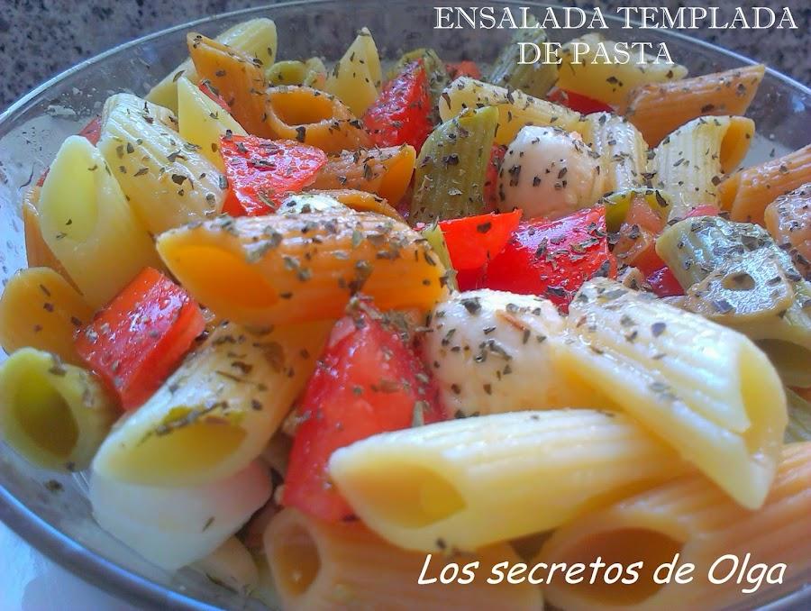 Con mozzarella, tomates, albahaca, pasta y especias ya tienes lista una sensacional ensalada