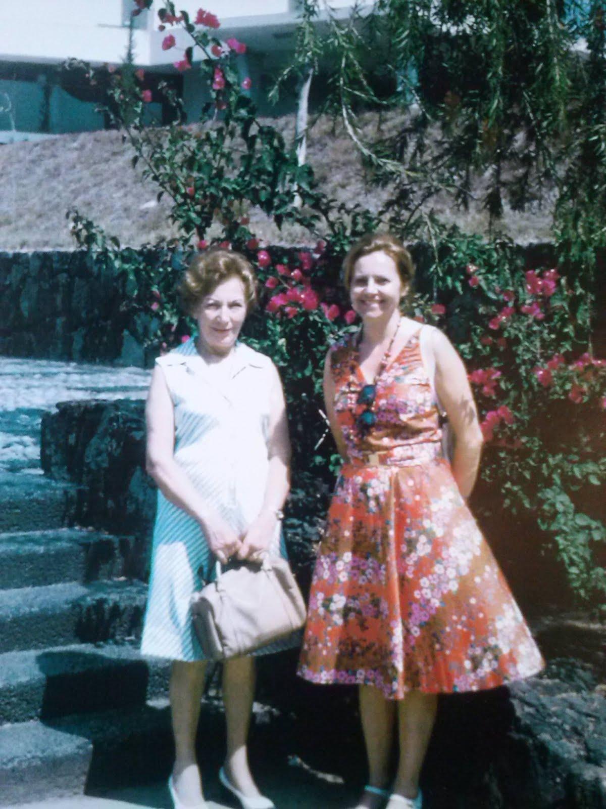 MARGARITA SAMEK Y ADRIANA ROCCA DE MONTAGNA, TEATRO COLON, GIRA  SUDAMERICANA AÑO 1975