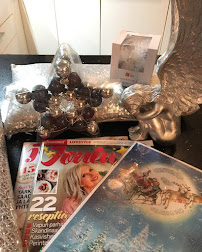 Olethan shopannut jo ekat joulukoristeet,  joululehdet sekä oman joulukalenterin!