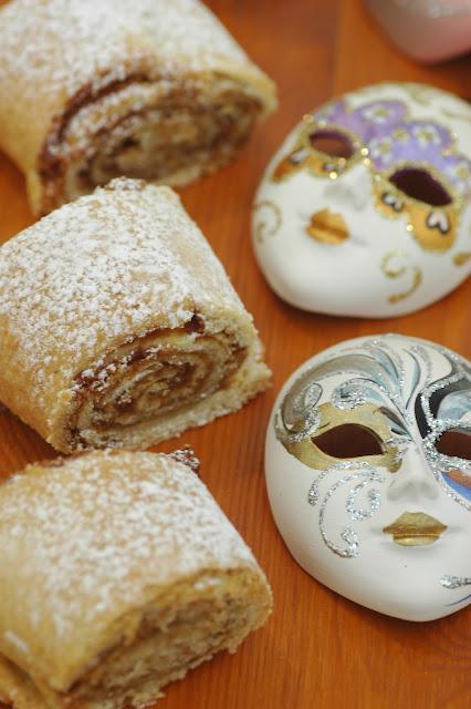 עוגיות במילוי חלבה