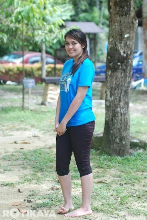 Gambar Nelydia Senrose Tanpa make dan seluar fit