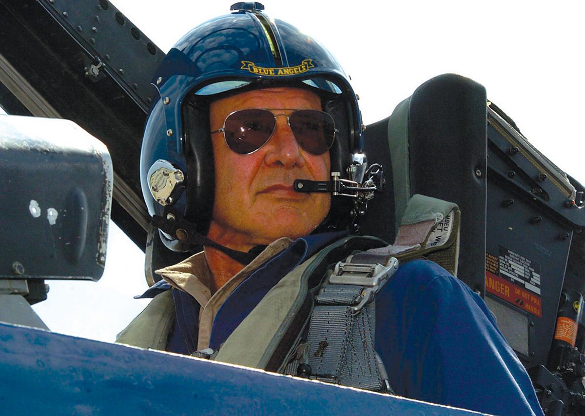 http://2.bp.blogspot.com/-37tExjRs7vM/Tk4zR6H5NRI/AAAAAAAAAqg/xahcSjNSD9M/s1600/Harrison-Ford-pilot-fascinated-aviation-young-age.jpg