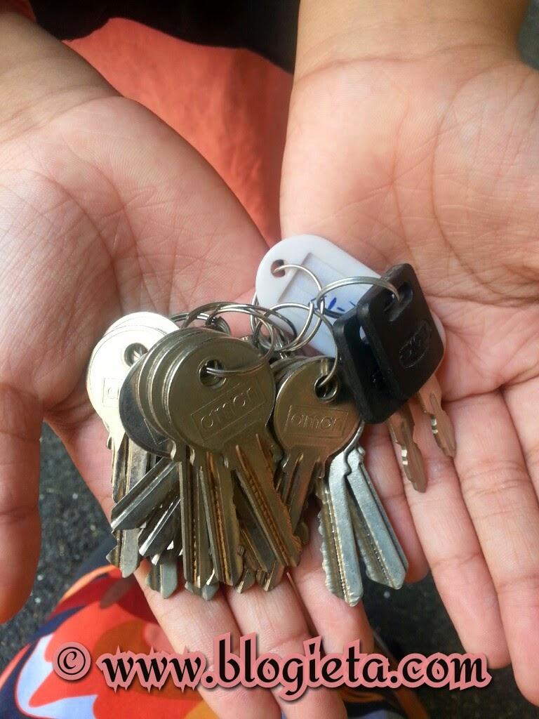 Search Description Kisah benar, BAJET KERAJAAN, EMAIL DARI PEMBACA BLOG, Kisah beli rumah, Harga segugus kunci, gugusan kunci, apartment yang terbengkalai di Hulu Kelang, Ukay Bistari