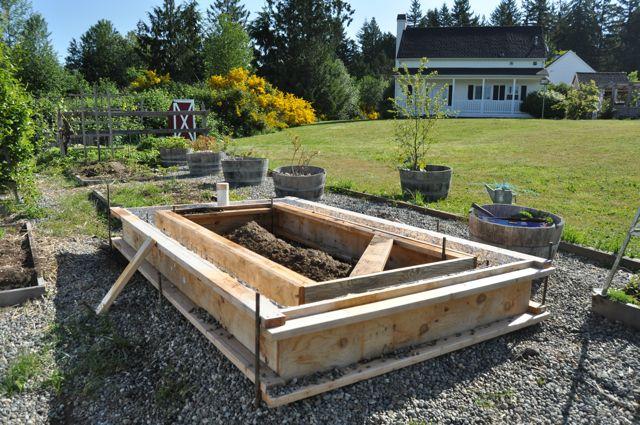 Scravings concrete raised vegetable bed for Concrete raised garden bed designs