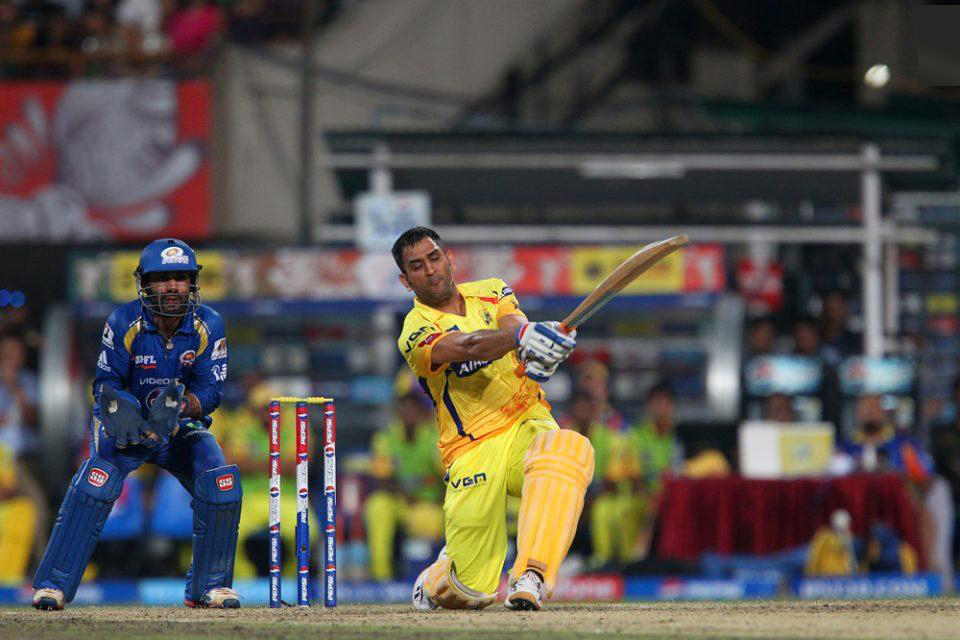 MS-Dhoni-CSK-vs-MI-IPL-Final-2013