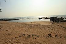 pantai saat air laut surut