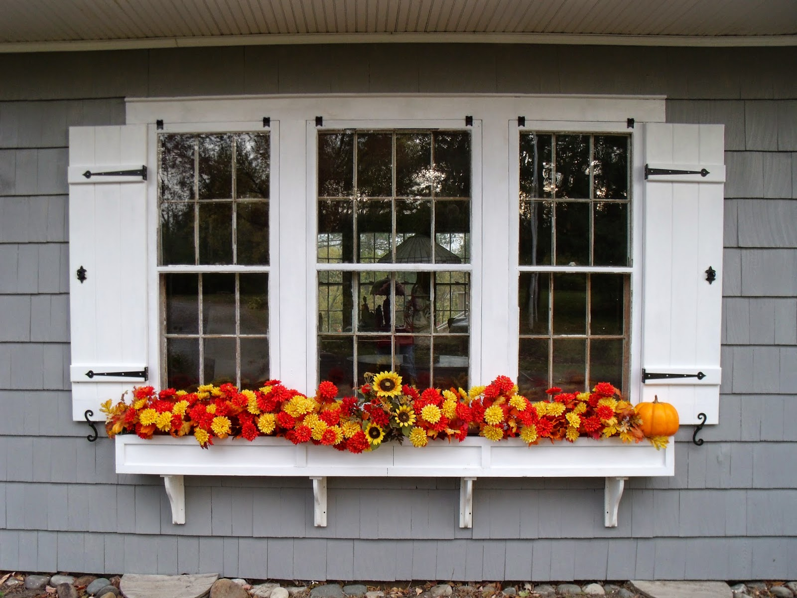 Gear acres autumn window box decoration for Autumn window decoration